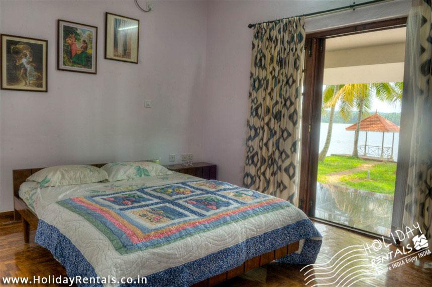 Vellayani lake homestay  master bedroom