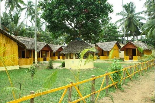 Savithri INN, Varkala