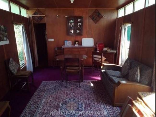 Kohisar Houseboat, Srinagar