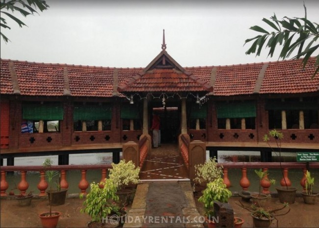 Lakeside Holiday Home, Velankanni