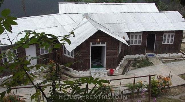 Shanti Kunja Homestay, Aritar