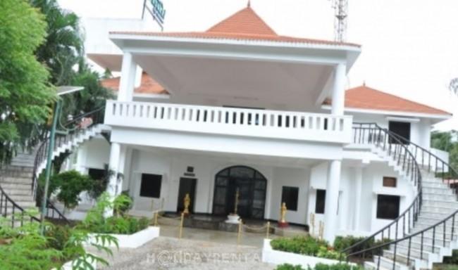 Esakki Resorts, Kutralam