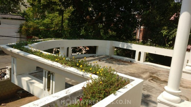 5 Bedroom Holiday home Kowdiar, Trivandrum