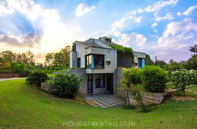 Mehrauli Villa, New Delhi