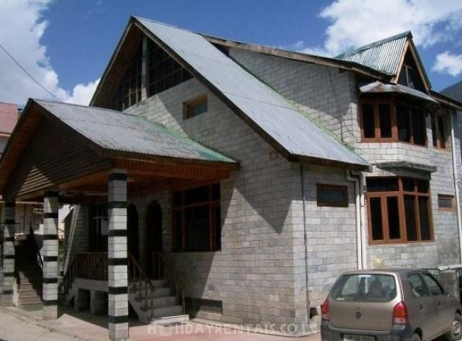 Cottages on Kanyal Road, Manali