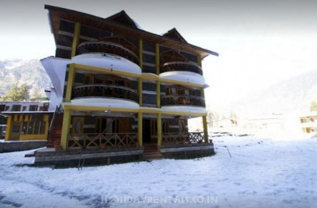 Cottages near Hadimba Temple, Manali