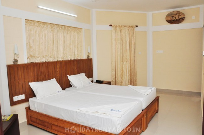 Stay Near Papanasham Beach, Varkala