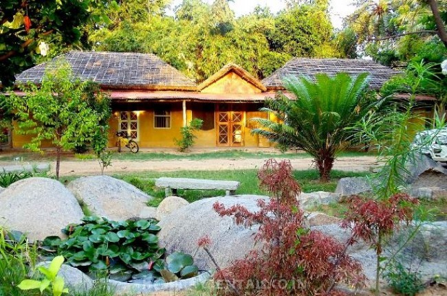 Local Style Cottages, Hampi