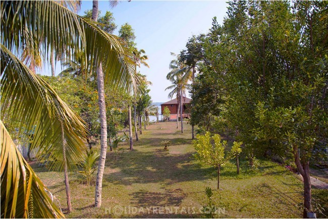 Island holiday cottage, Kollam