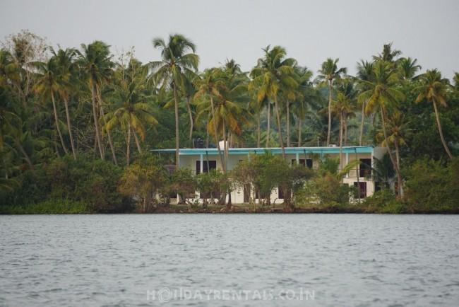 Island Holiday Stay, Kollam