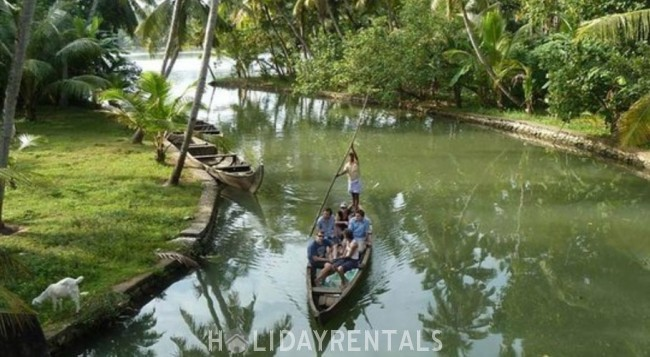 3 Bedroom Holiday Stay, Kollam