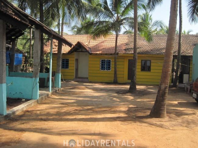 Stay Near Maravanthe beach, Uduppi