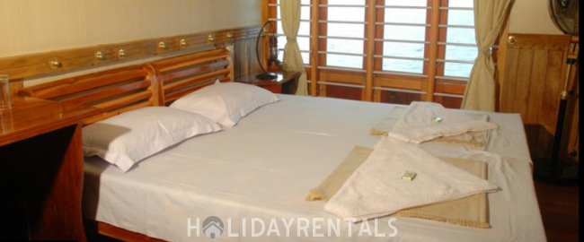 2 Bedroom Houseboat, Kottayam