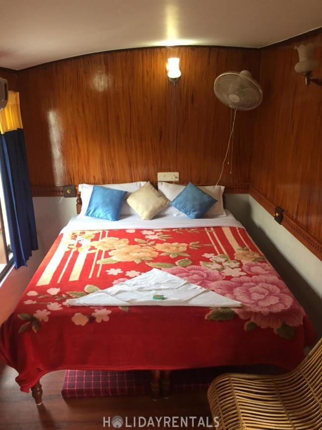 One Bedroom Houseboat, Alleppey