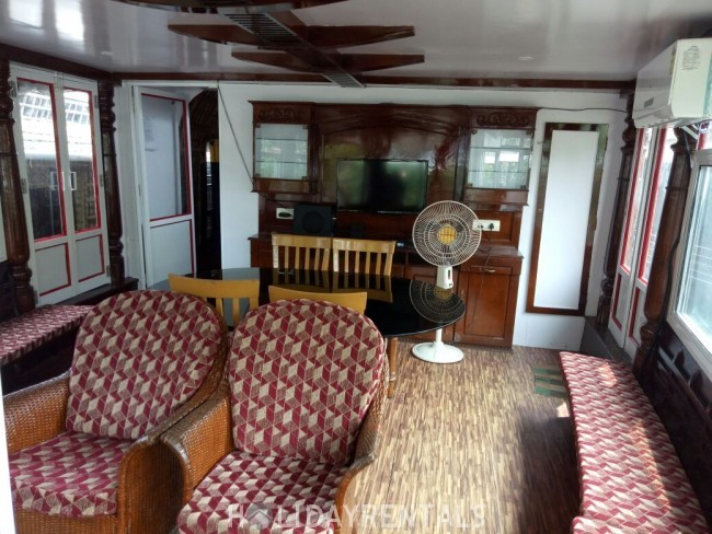 Premium Glass Covered Houseboat, Alleppey