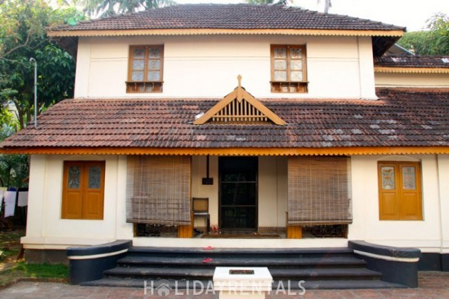 Stay Near Vadakkunnathan Shiva Temple, Thrissur